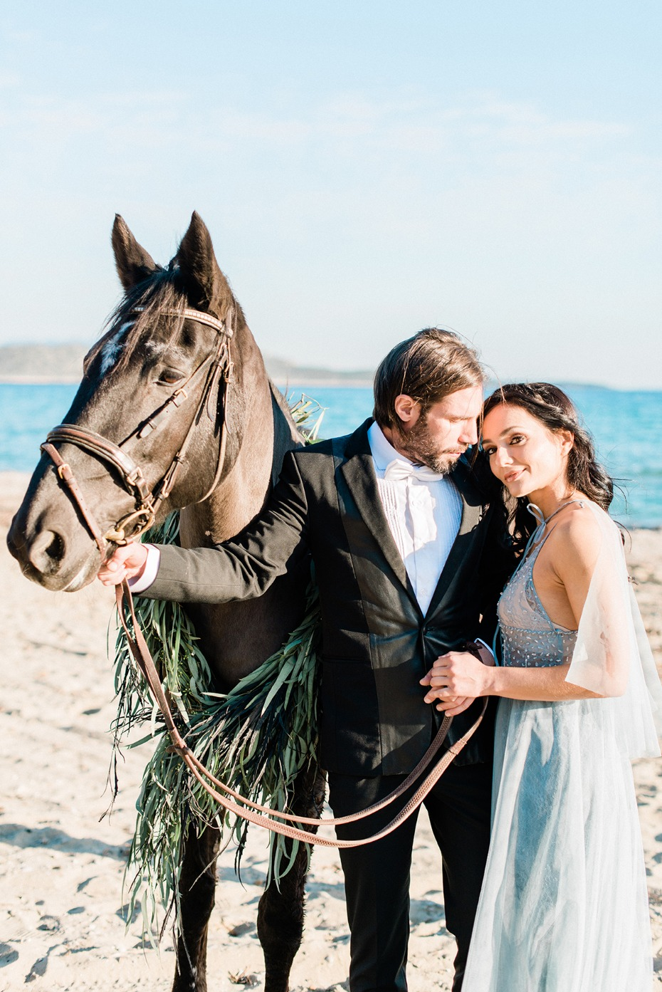 wedding couple and horse on the beach