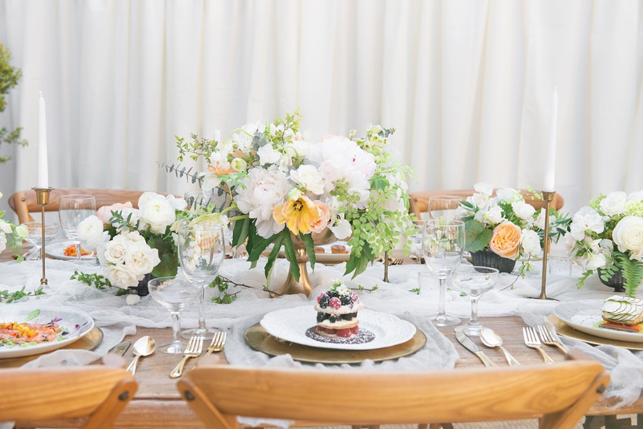 glam and classic wedding table decor
