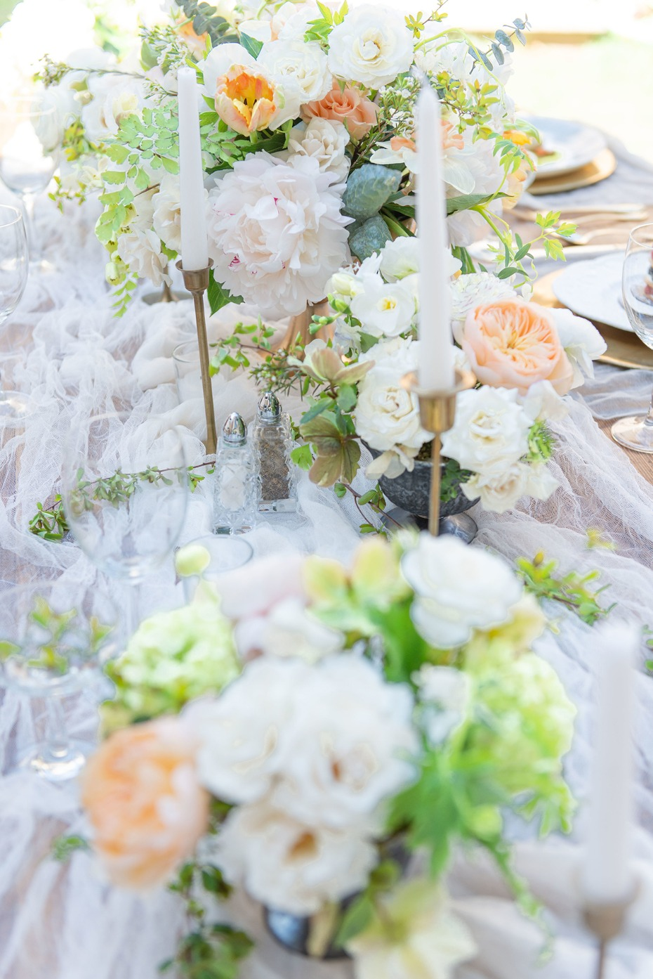 white and peach and gold table decor