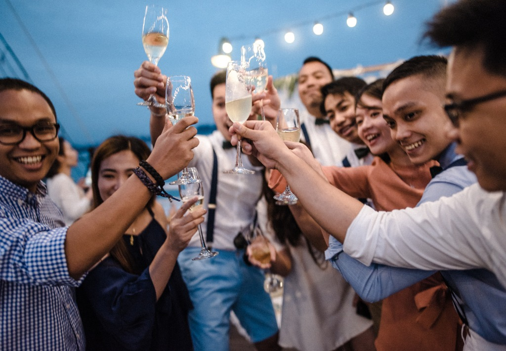 The peak of having a cruise wedding in Vietnam is that you can host an after party on deck until sunrise. Cheer for the love celebration