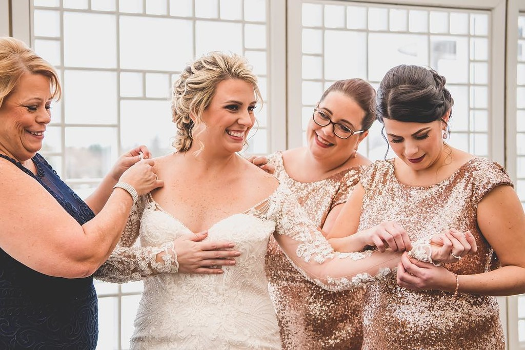 The finishing touches from the finest friends.👰 #ShopRevelry