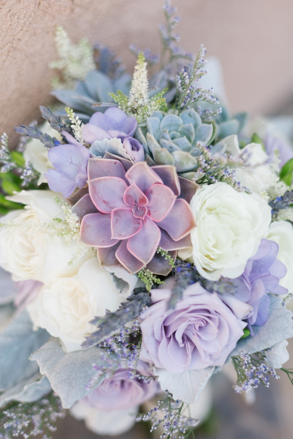LOVED the purple succulents in this summer bouquet