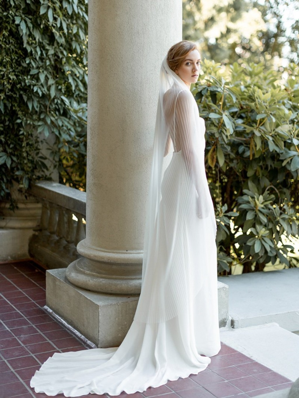 We love the accordion detail of the Alice Veil!