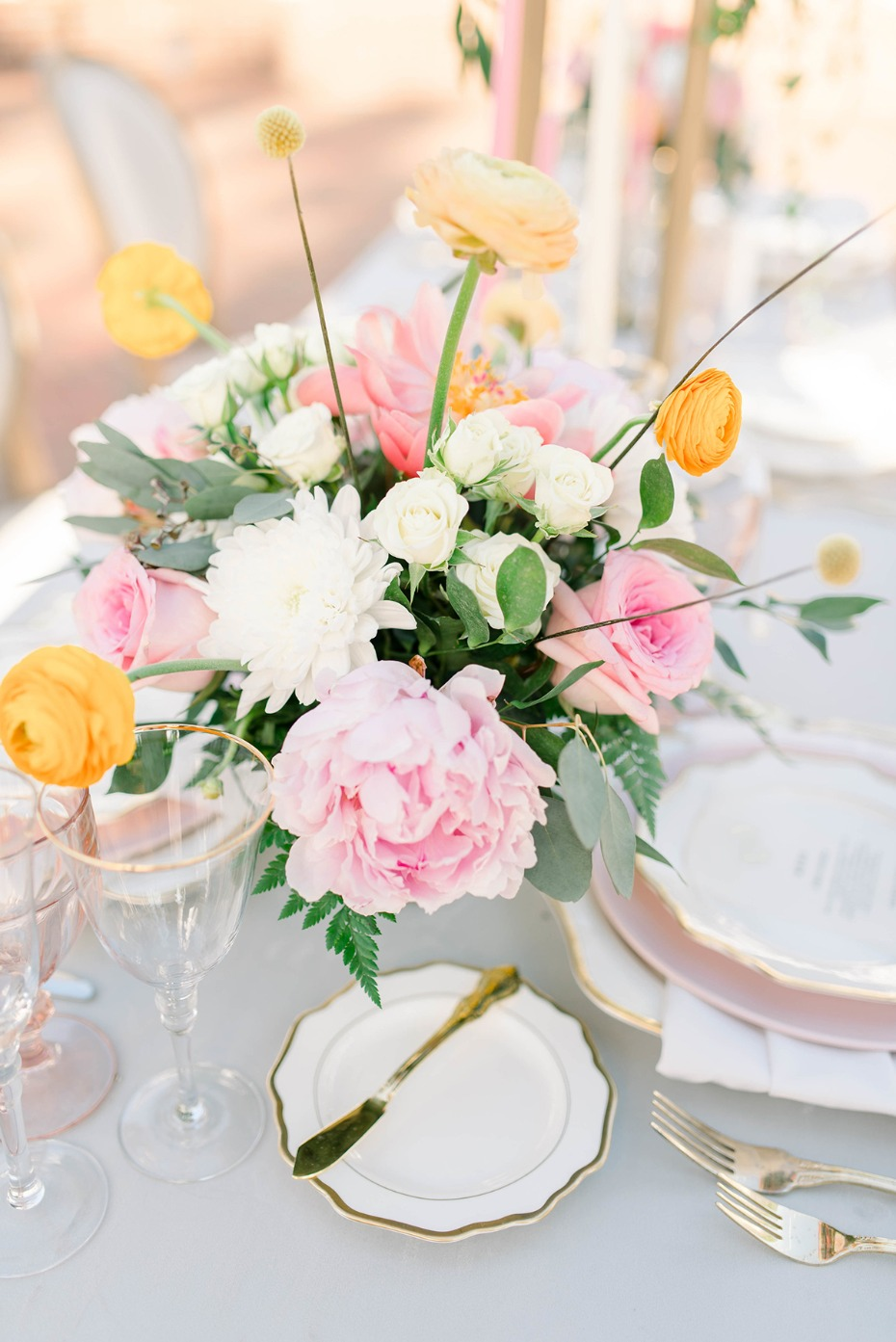 summer time floral centerpiece idea