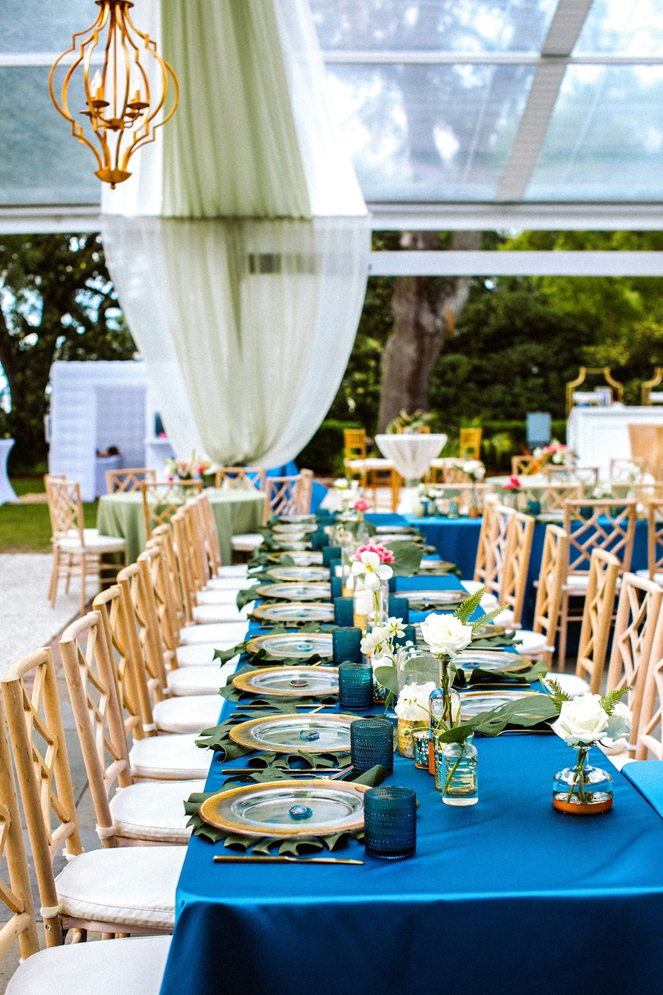 royal blue and gold wedding decor