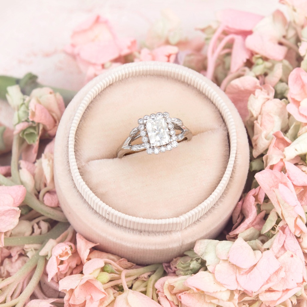 Bring on the pretty...and a little spring wouldn't hurt either. Besides being obsessed with Hydrangeas, this little beauty isn�