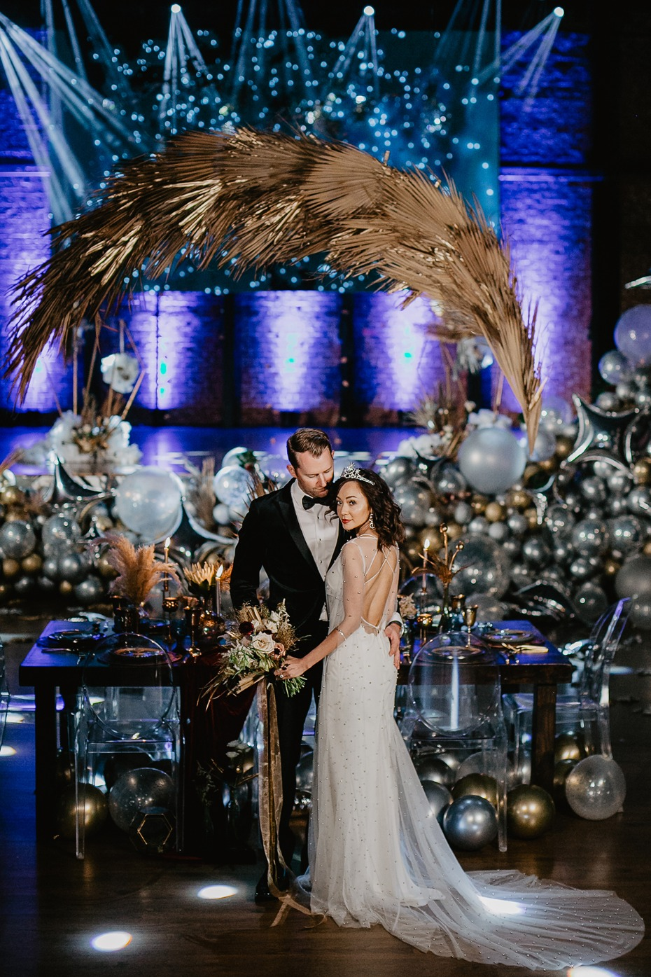 glamour chic wedding ideas with gold and silver star theme