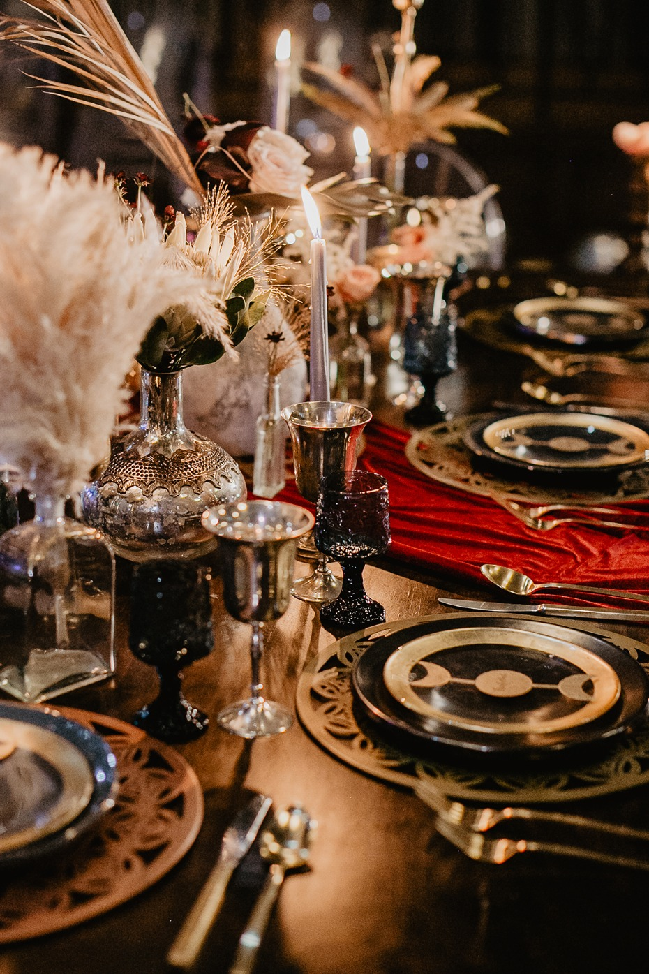 gold and midnight blue glamorous table decor