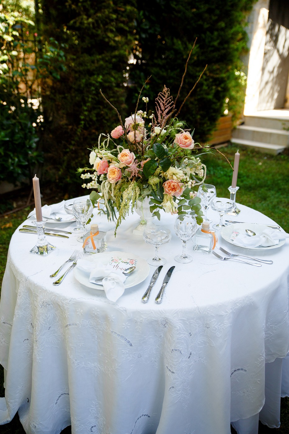round wedding table for your garden reception