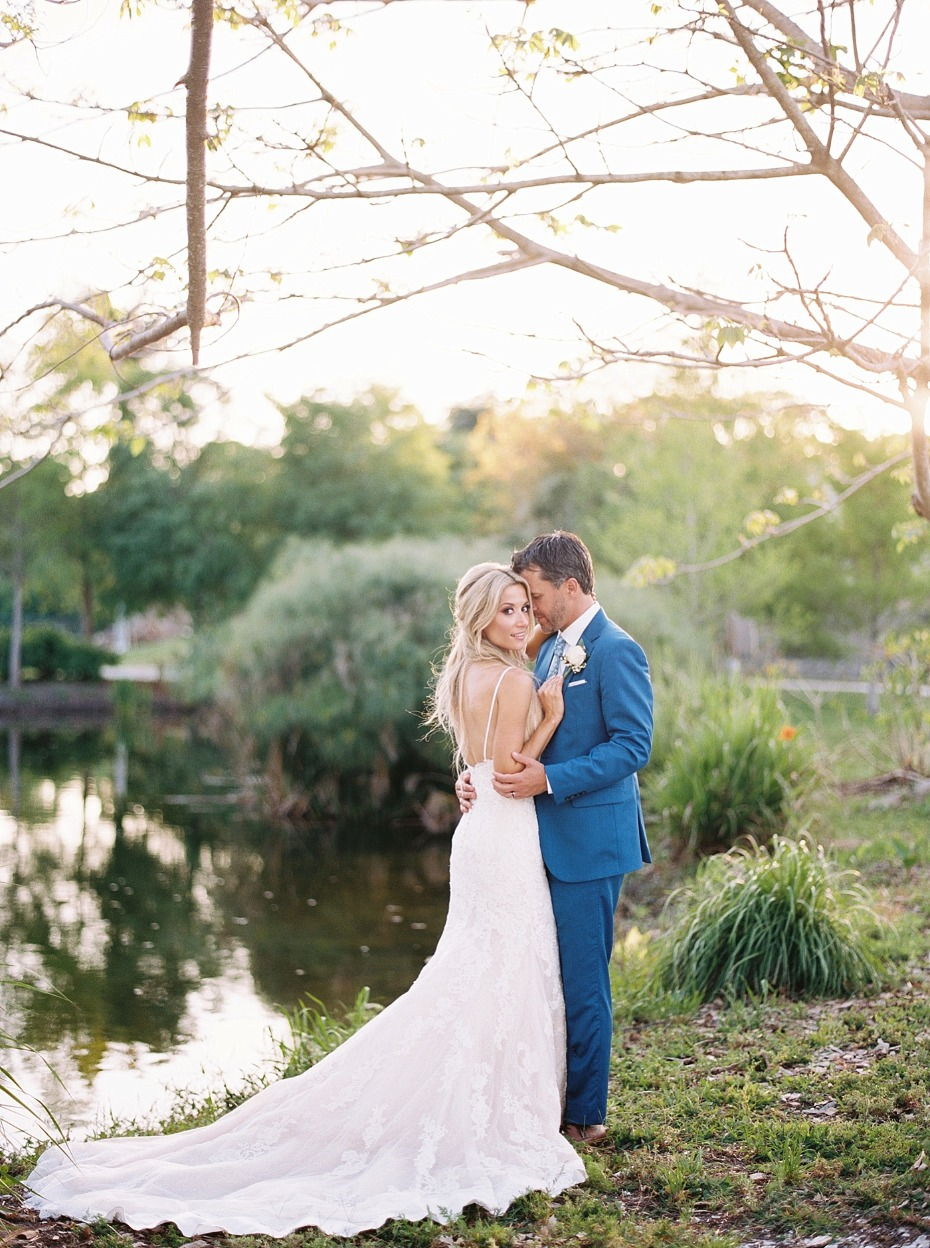 sweet sunset wedding couple photo idea