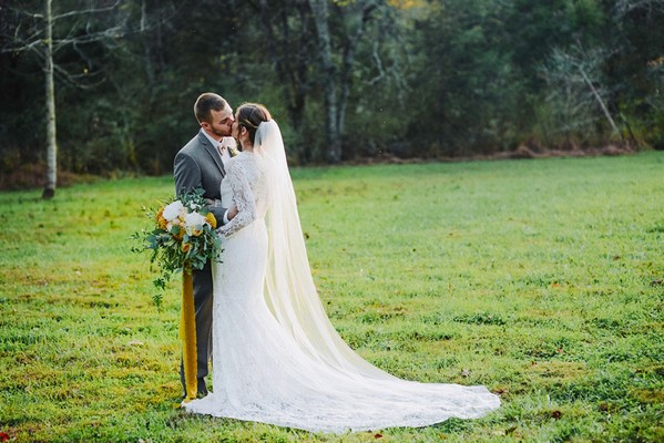 How To Have A Beautiful Fall Wedding With A Pop Of Yellow