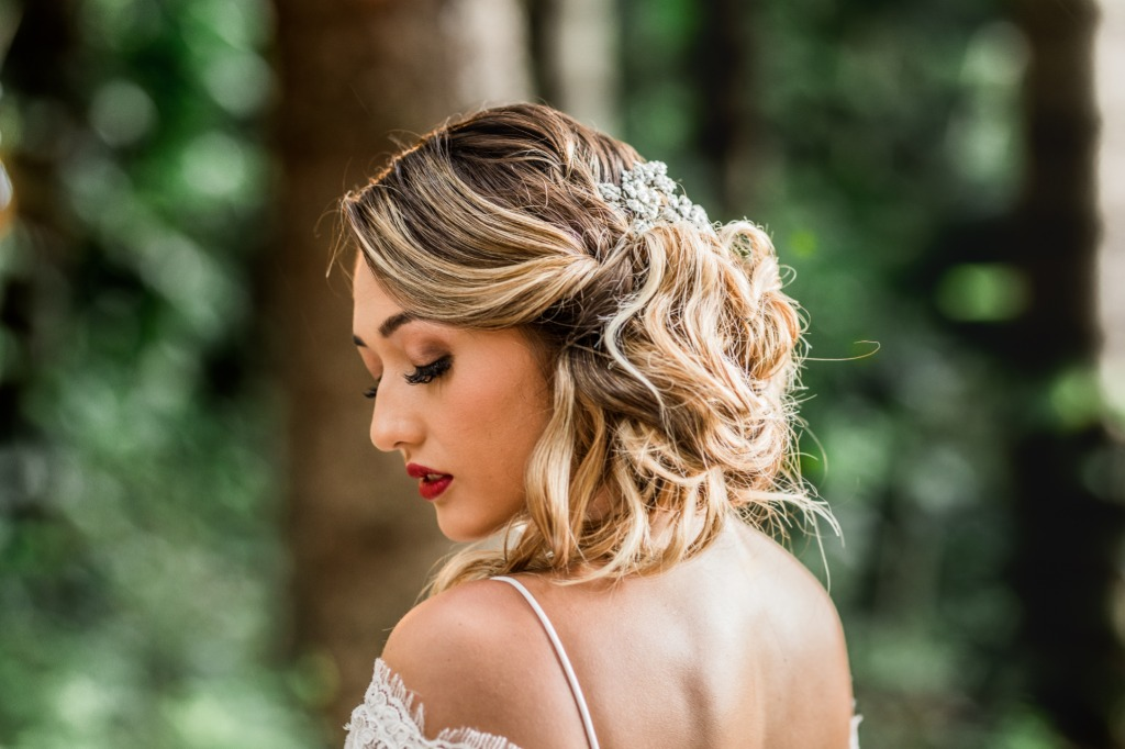 What an elegant, side bun hairstyle for your wedding day!