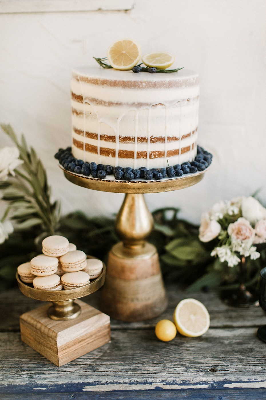 drizzle wedding cake topped with lemons