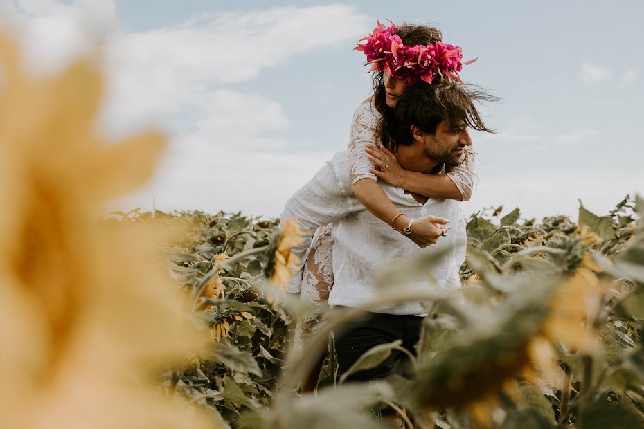 cute wedding photo idea in a field of sunflowers