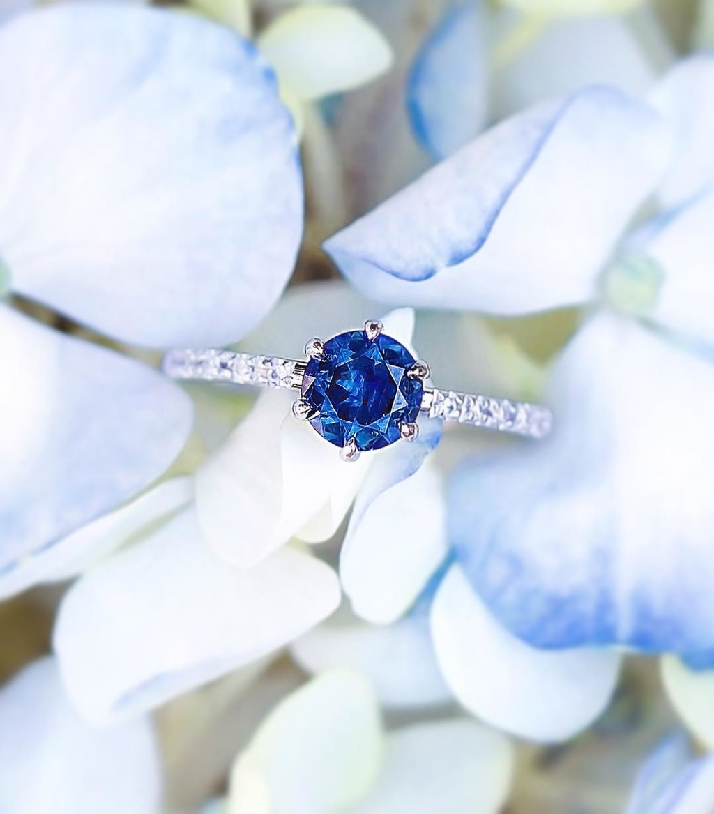 💙🌸✨Thesparkling deep blue Montana Sapphire gemstone in this ring was lovingly handcut in America by our favorite Husband
