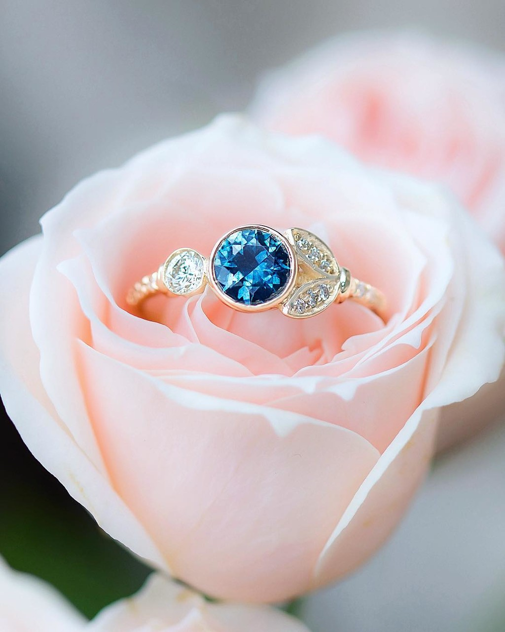 Lunette Lovers Rejoice!!! 🌸💙✨Just listed a new richly saturated simply stunning Blue Sapphire from Montana set in our delicately
