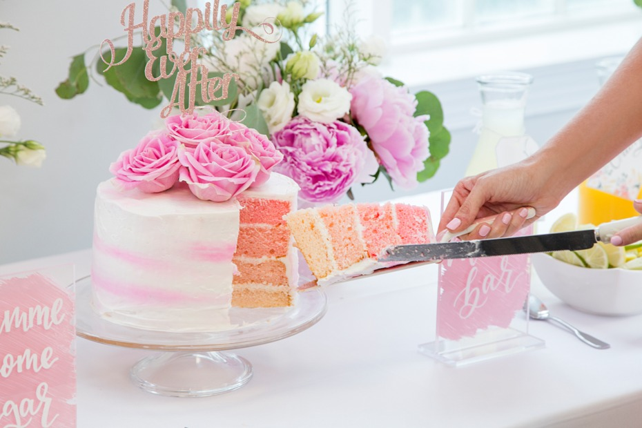 white and pink ombre weddding cake