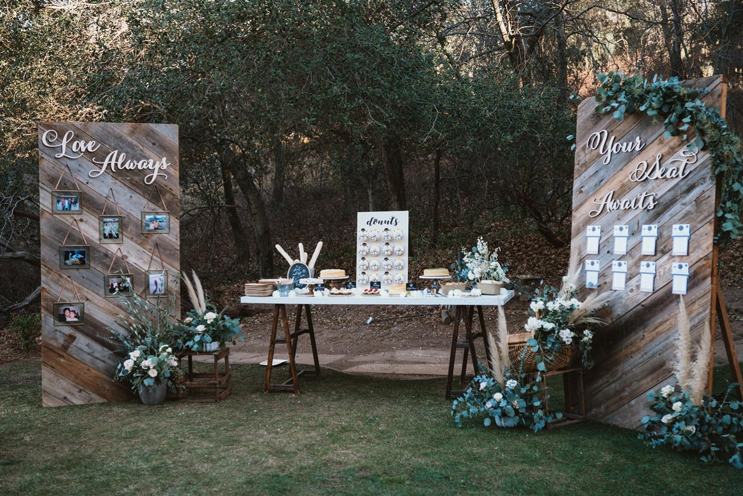 desserts and seating assignment display ideas