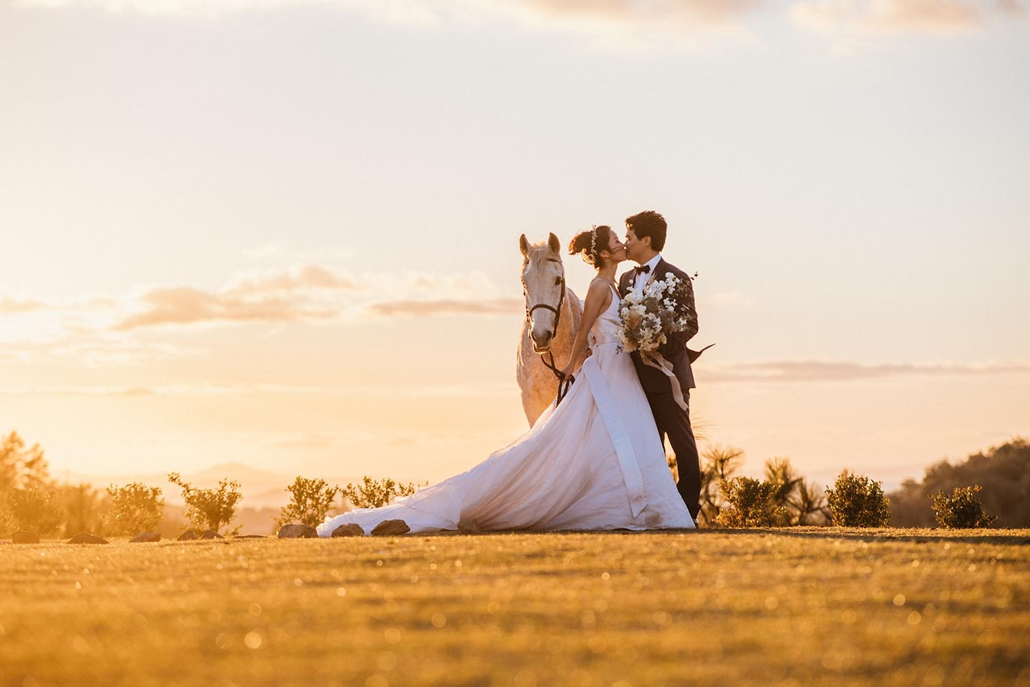 sweet sunset wedding photo idea