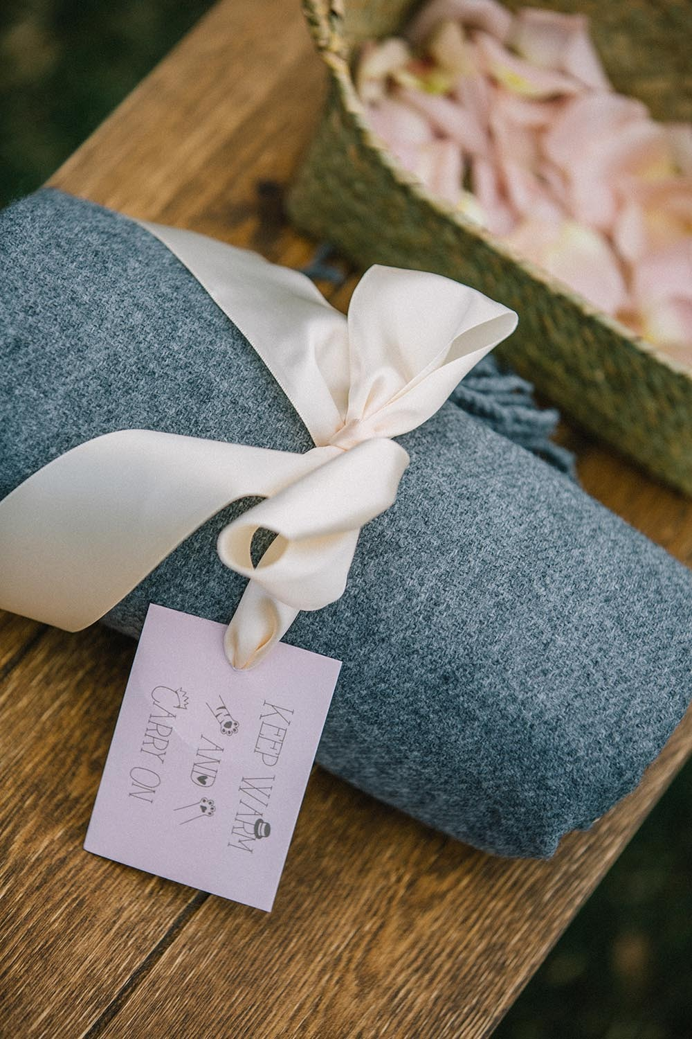 sweet wedding throws for guests to stay warm