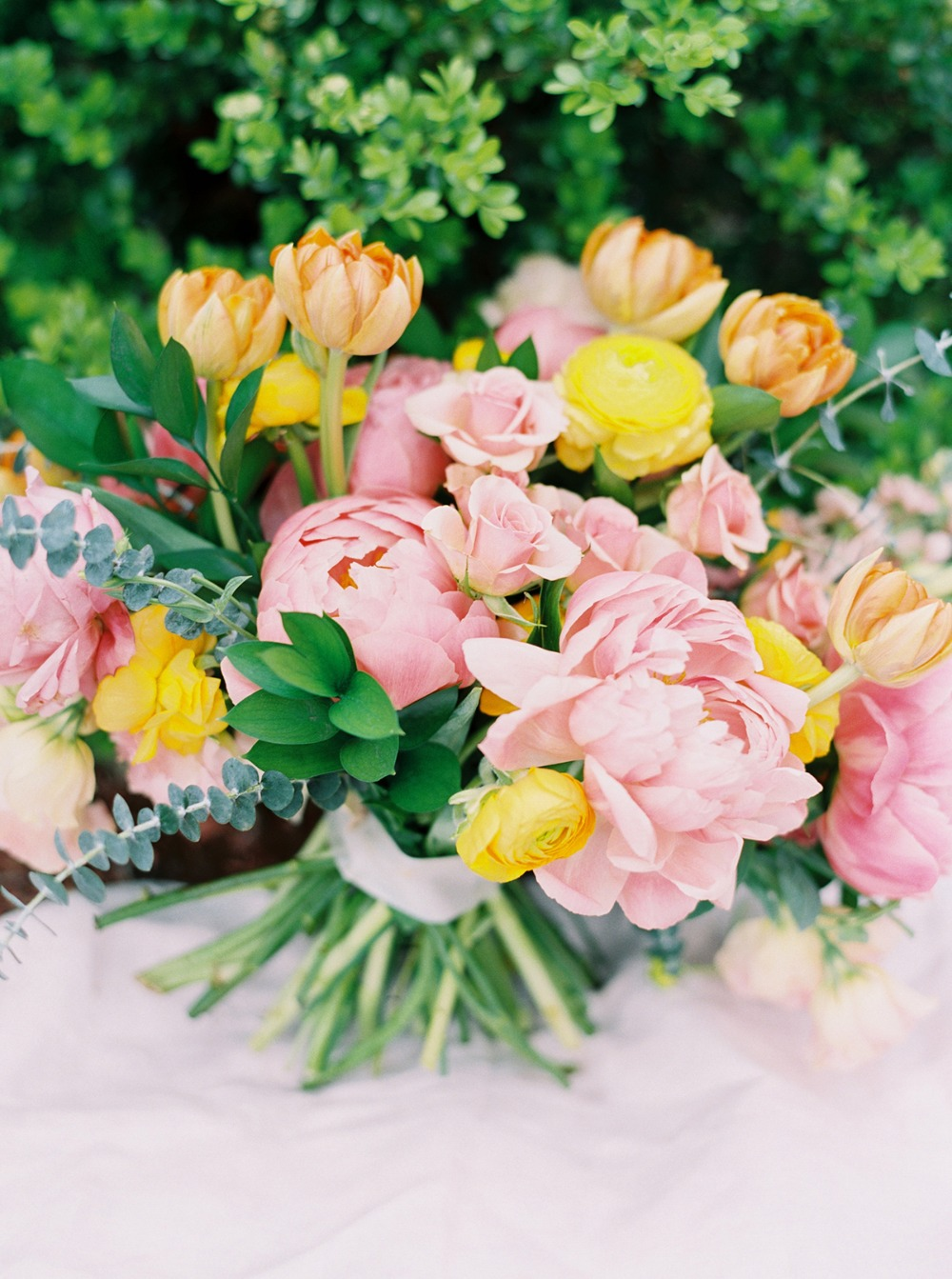 springtime wedding bouquet idea