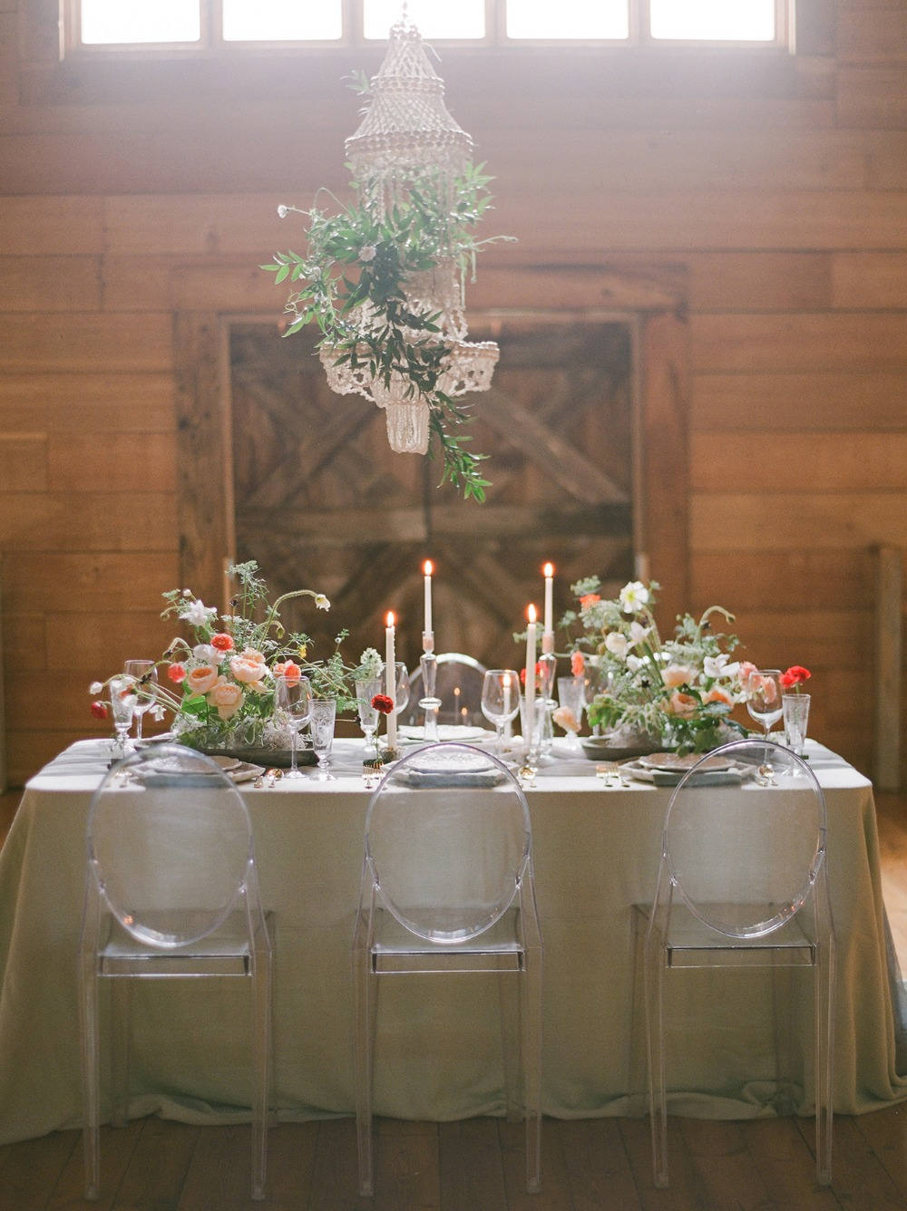 modern wedding table for your barn wedding