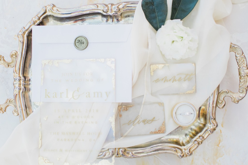 This beautiful gold invitation suite gives us all the timeless, romantic feels!