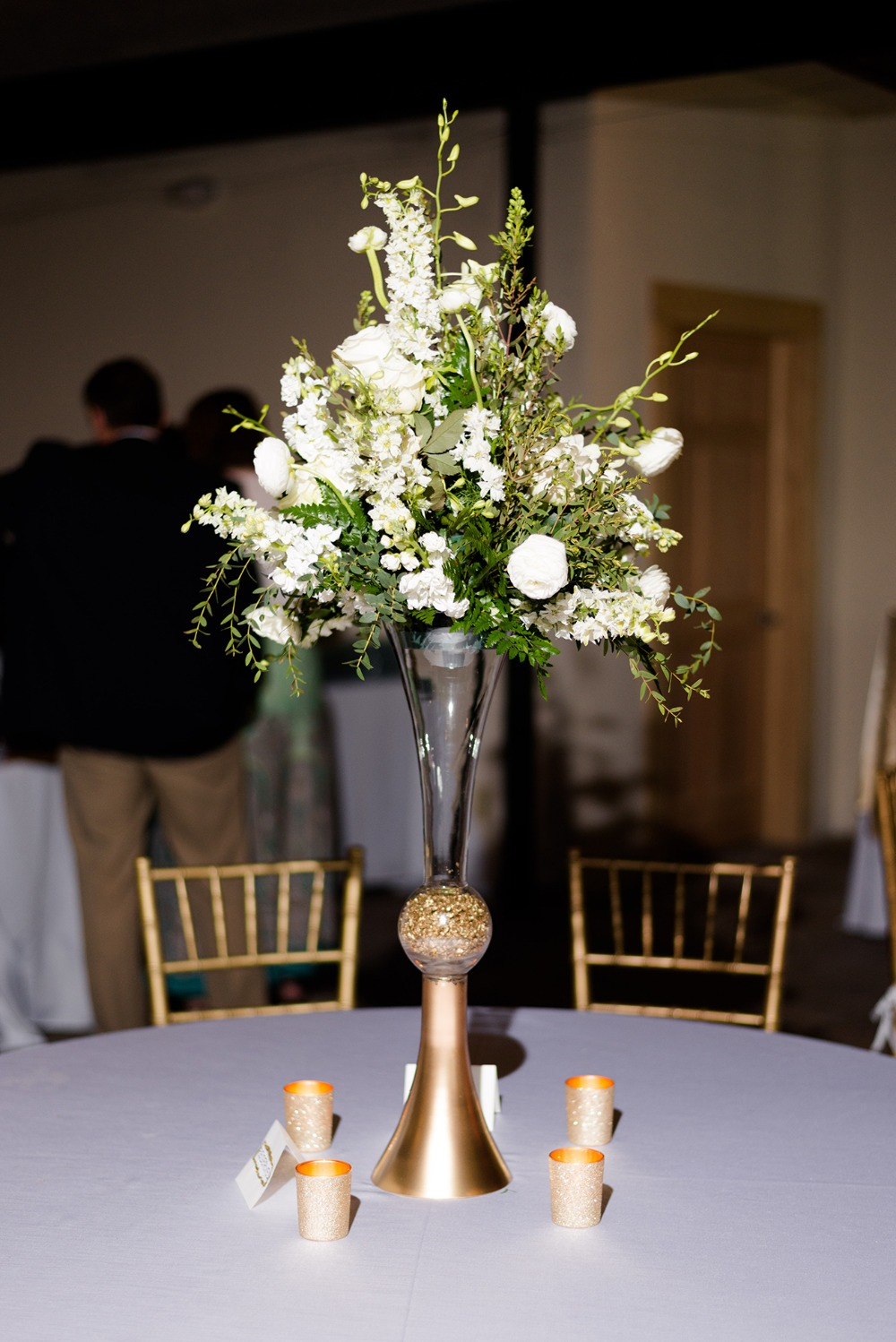 tall pedestal wedding centerpiece