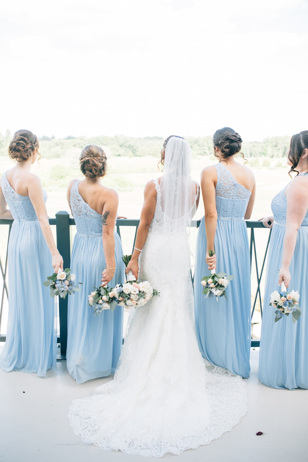 How To Have A Classic Summer Wedding In Ice Blue