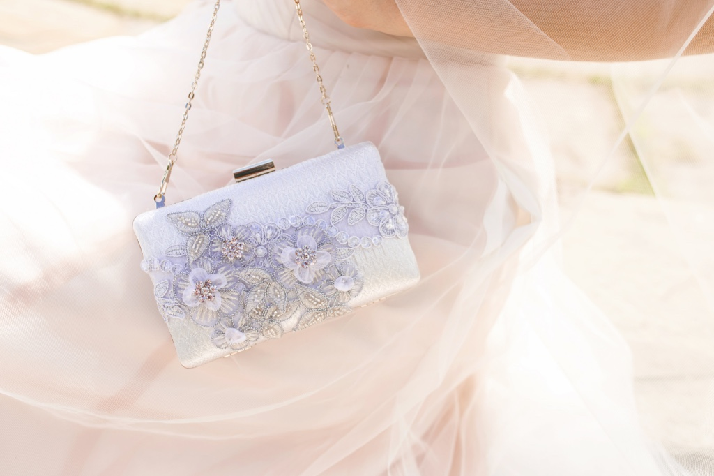 Couture clutches that are so dreamy and romantic