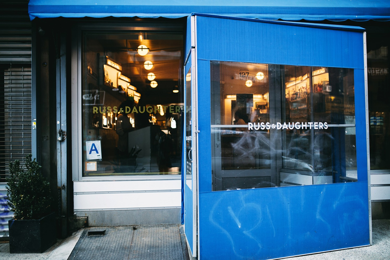 NYCs Russ And Daughters cafe