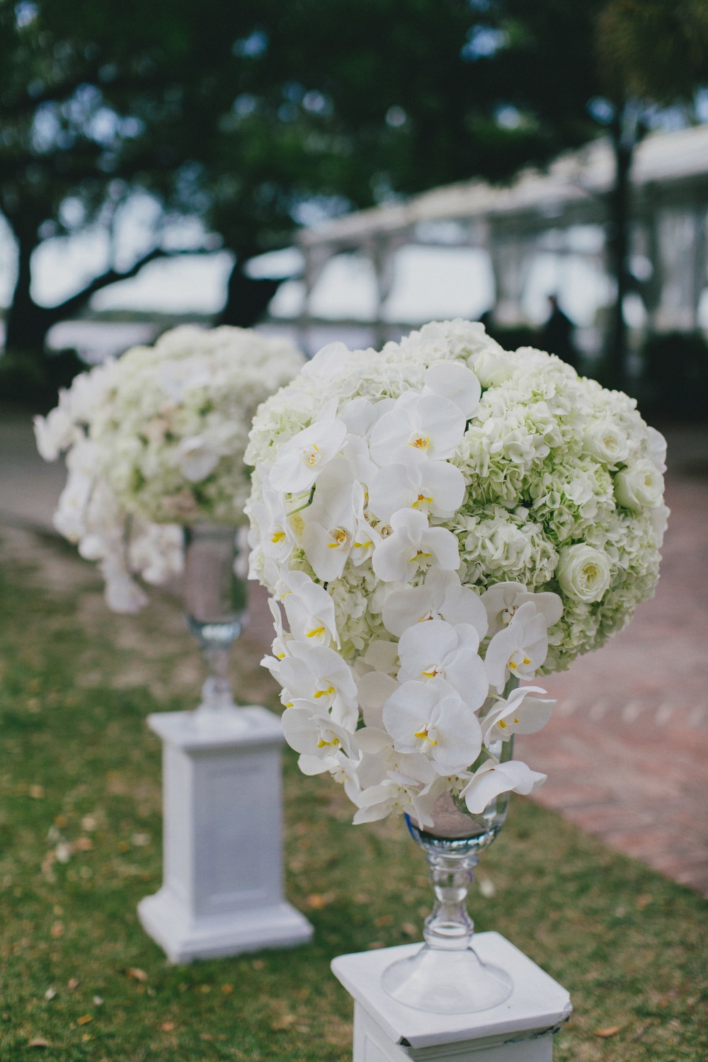 all white wedding floral decor