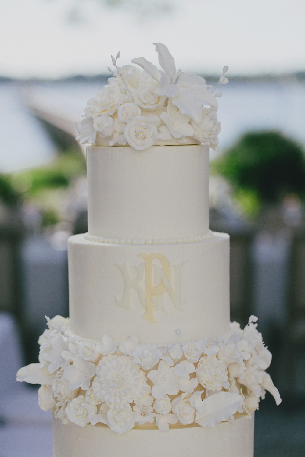 elegant monogramed wedding cake