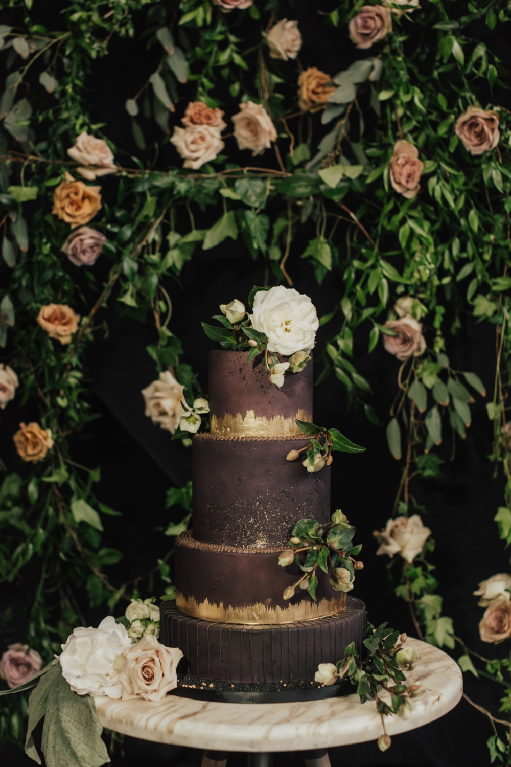 gold and deep purple wedding cake