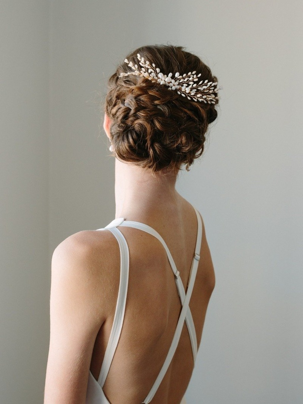 Darling and feminine. The windswept Aine headpiece is fit for a boho bride or a minimal modernist just the same.