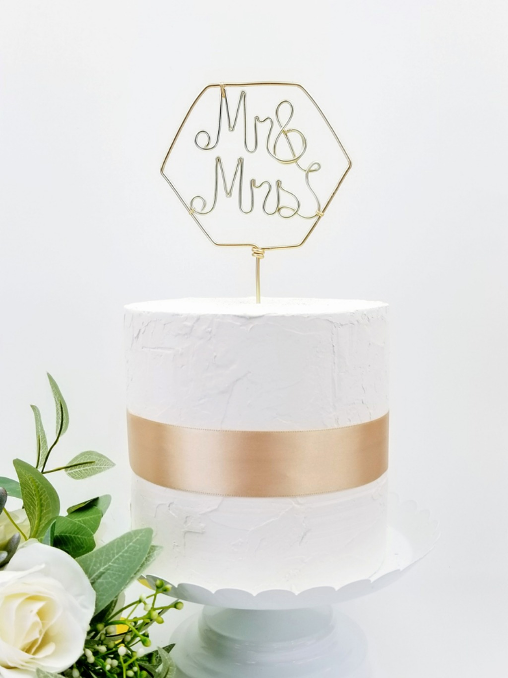 Would this modern Mr & Mrs cake topper complete your wedding decor? Bonus! It comes in multiple colors. You can find it on www