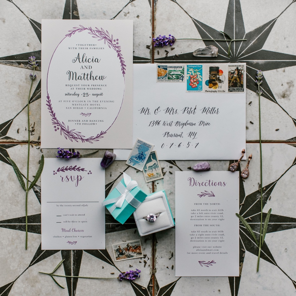 This STUNNING inspiration shot equals total #weddinggoals! The Delicate Laurels Wedding Invitation comes in foil and an all new Seal