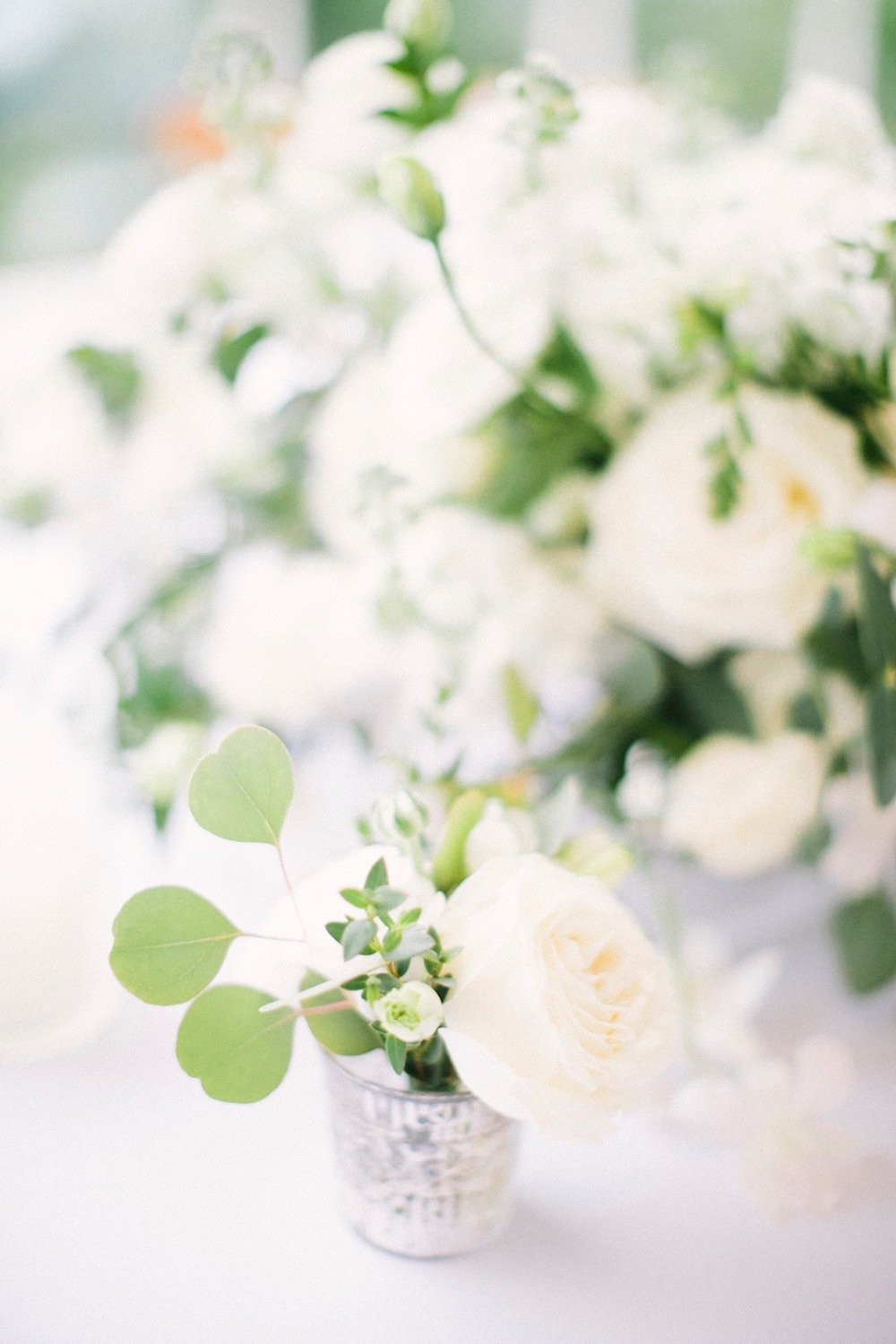 white and greenery wedding floral decor