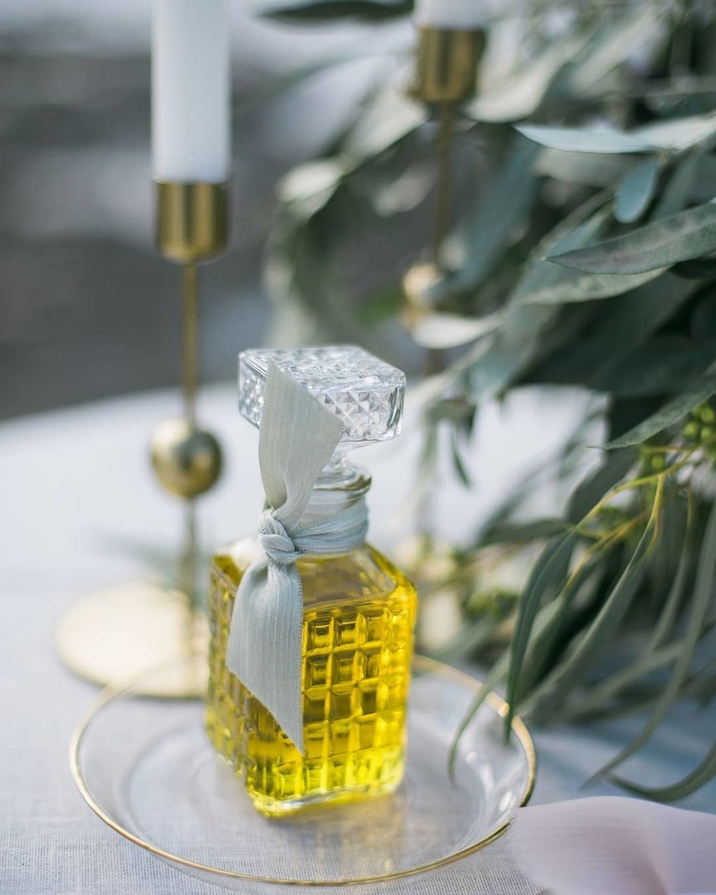 ▪Pure secret in a bottle. Olive oil in an elegant vintage bottle and a chic ribbon can make your wedding day stand out ▪