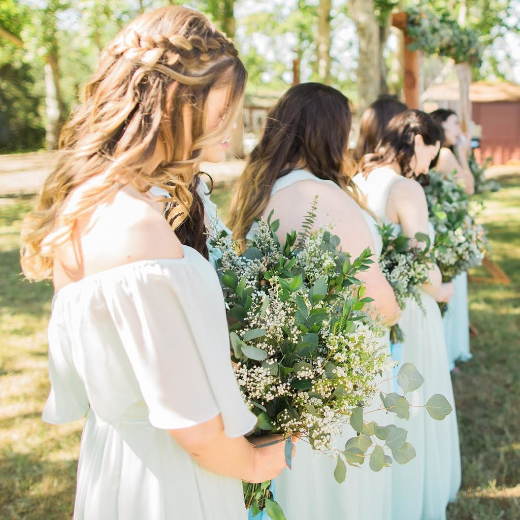 Give us all the mint dresses & gorgeous greenery!💚