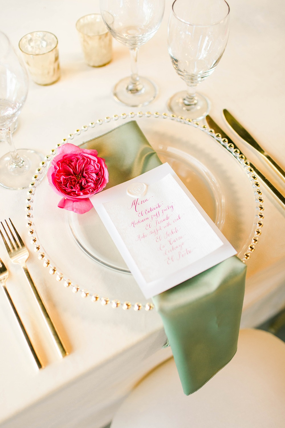 classic and chic wedding place setting