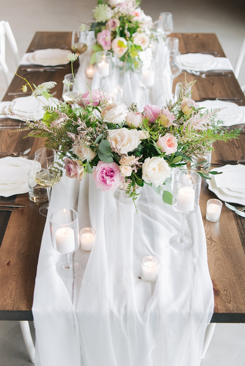simple and romantic wedding table idea