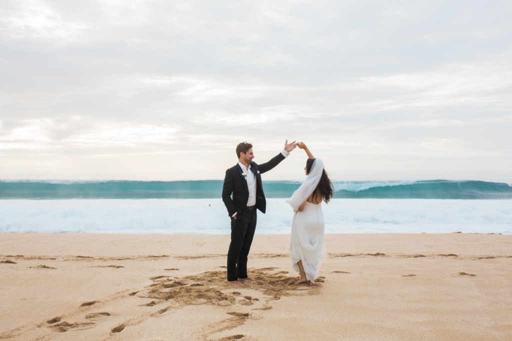 Non Traditional first dances are always awesome, like this beautiful couple who wanted to have a dance on the beach in Hawaii, with
