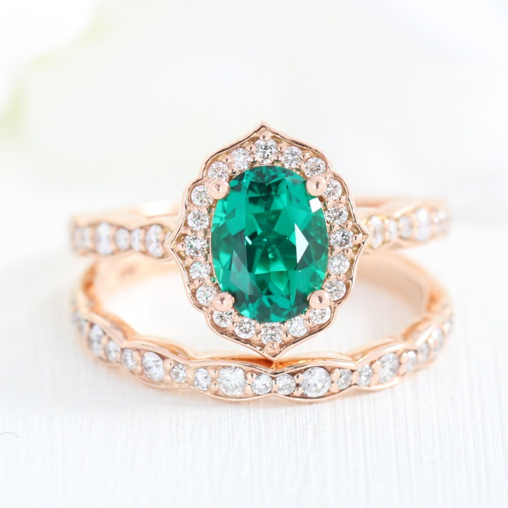 Will all the May babies please stand up? ✨ We have a new Emerald engagement ring added to our Vintage Floral collection, and she