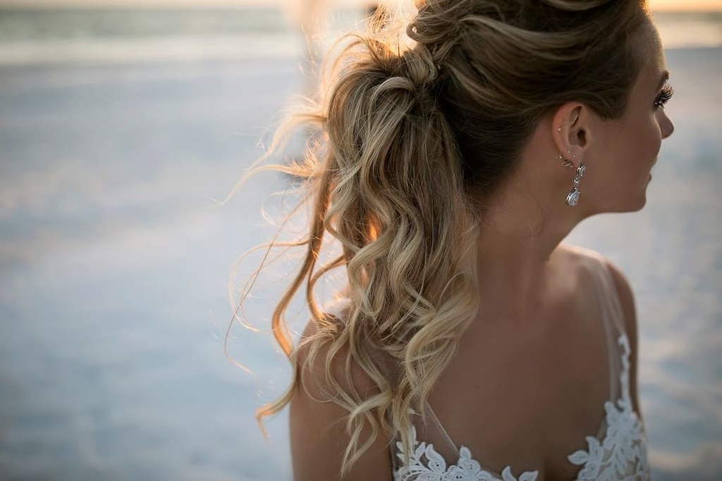 Loving this non traditional bridal hair style that Tabitha chose for her wedding day on the beach! She wanted laid back glam and I