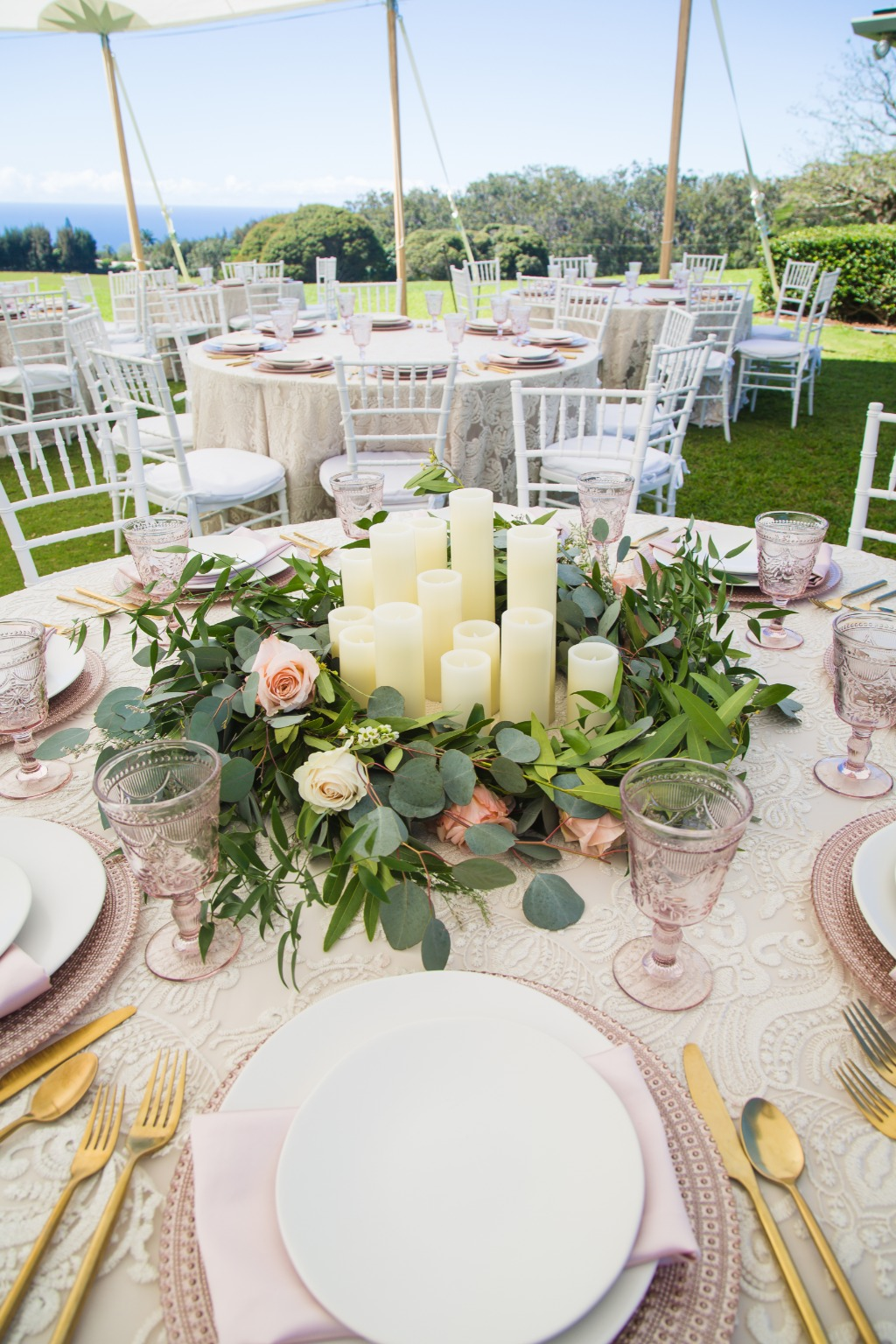 Pink and gold place settings gives off such an elegant look!