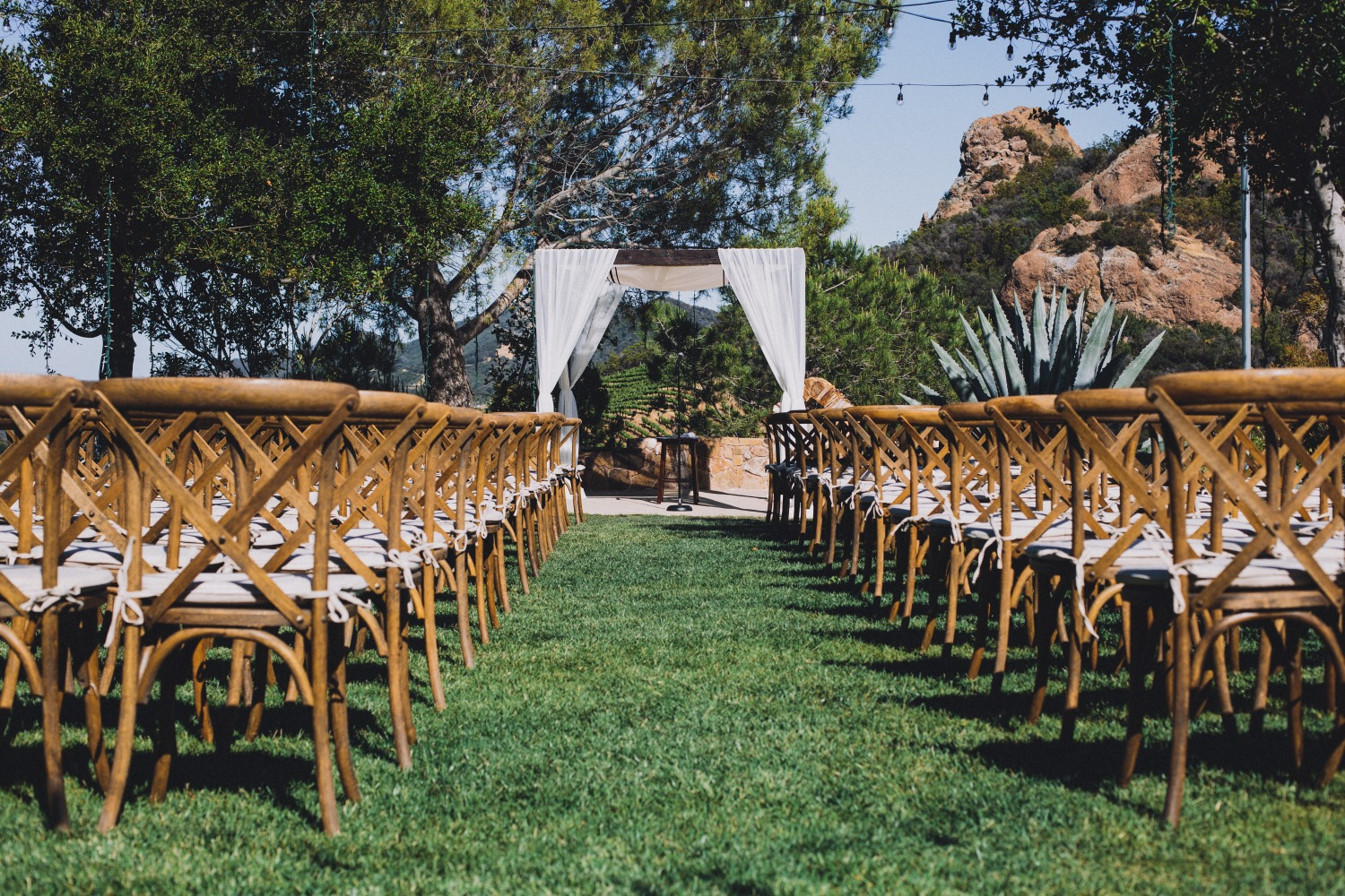 simple and chic outdoor wedding ceremony