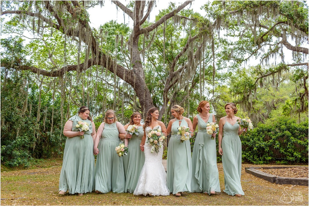 Dusty Sage Wedding Party 😍 💕 | Photo by Sierra Ford Photography