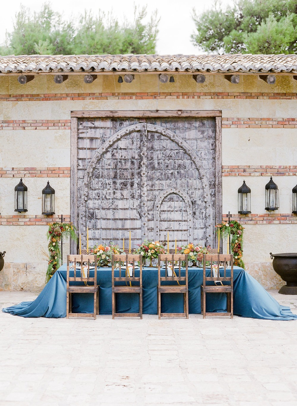 wedding table with an ancient style