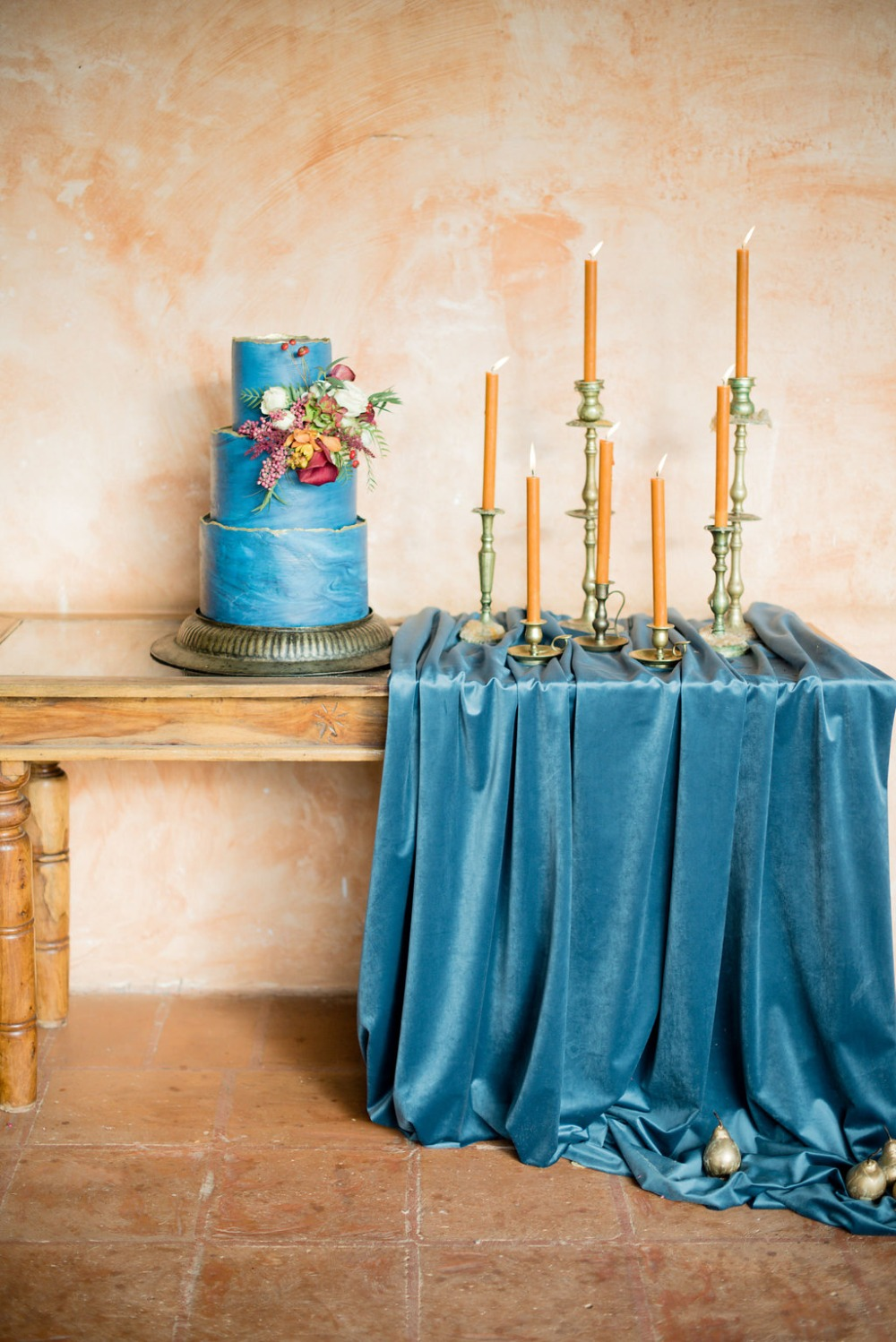 bright blue and gold cake table